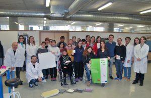 Los asistentes del taller se hicieron una foto con los monitores y coordinadores del proyecto